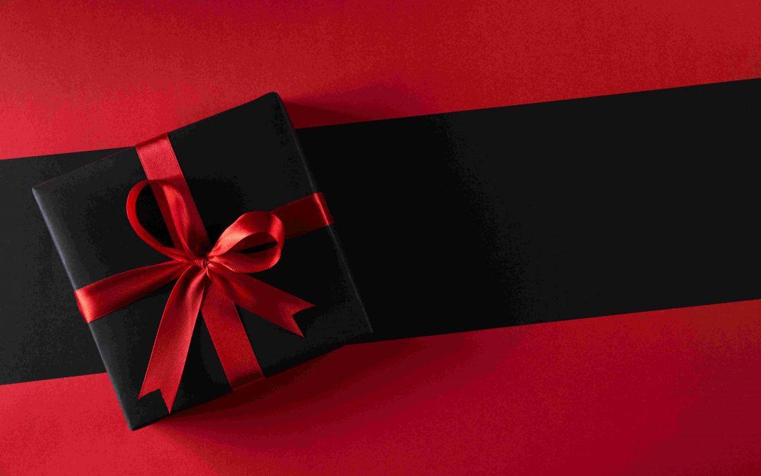 Un cadeau de saint-valentin noir et rouge