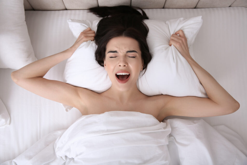 Une femme qui a un orgasme. Image qui illustre comment donner un orgasme à une femme.
